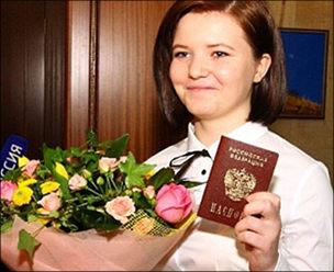 Колонка редактора: О героической девочке Саше и российском гражданстве, которое так трудно получить