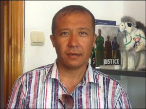 Uzbek rights advocate in need of rights advocate