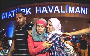 Уточненные данные о терактах в аэропорту Стамбула: погибло 36 человек, 147 ранены (фото)