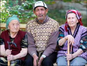 Ўзбекистон: Пенсиялар яқинлашди, аммо ҳали ҳам олиш қийин