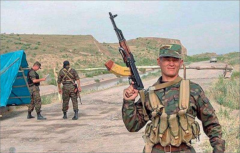 Таджикские таможенники: Киргизская сторона произвела 16 выстрелов ввоздух