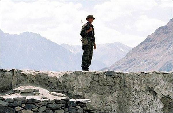Награнице Таджикистана иКиргизии изучат поведение таможенников