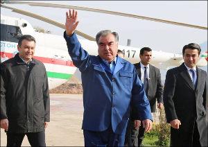 Таджикистан: Государственные СМИ обязали полностью указывать титул Эмомали Рахмона