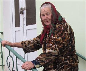 «По поручению и в знак уважения». В Таджикистане русской акушерке подарили новый дом