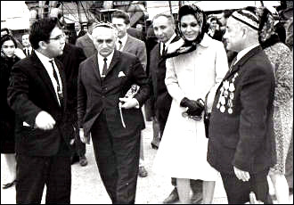 Какие люди, и без охраны! Как в советском Таджикистане встречали VIP-персон