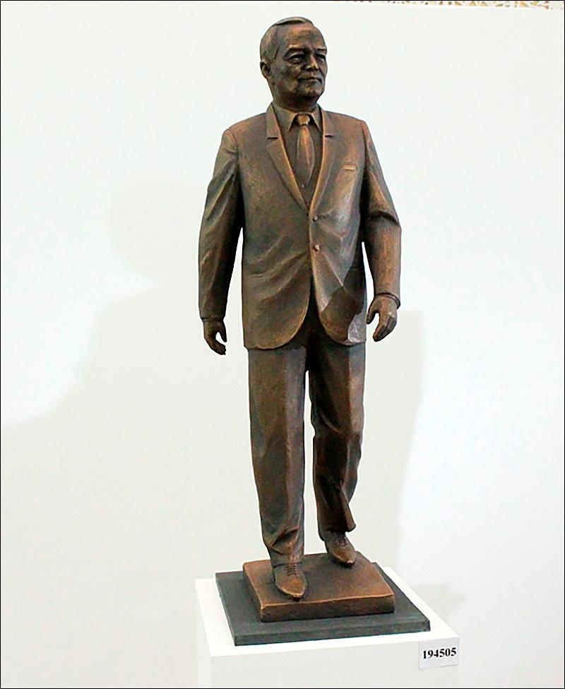 В конкурсе проектов памятников Исламу Каримову победил автор статуй Амира Тимура и Скорбящей матери