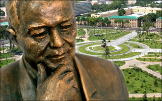 Sisyphus, Aesop and Oedipus ... Which Islam Karimov will stand in Tashkent centre?