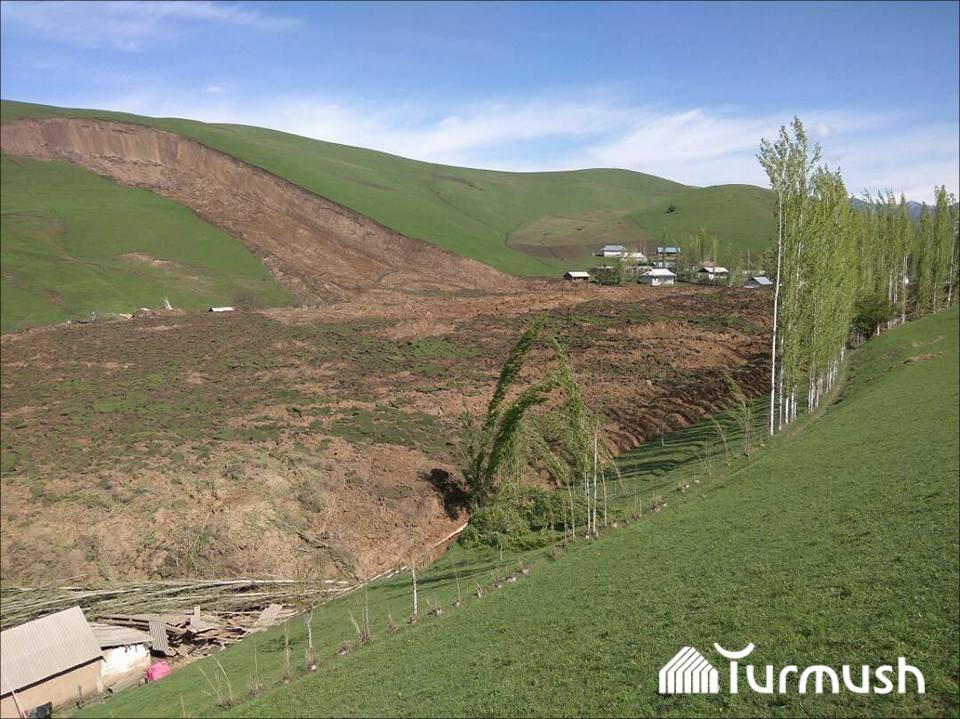Кыргызстан: Под оползнем погибли десятки людей, а президент страны призвал всех бояться бога