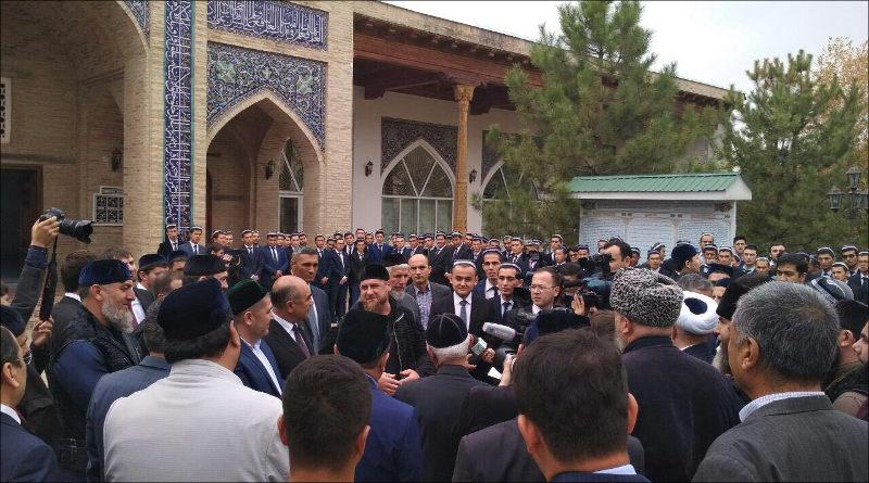 Руководитель Чечни прибыл вУзбекистан срабочей поездкой