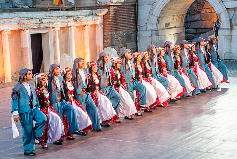 Приехавшая нафестиваль вВенгрию танцевальная группа изАнкары попросила политического укрытия