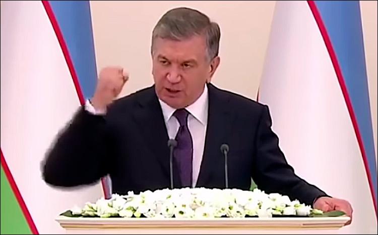 Изсистемы министра финансов Узбекистана уволено неменее 500 служащих