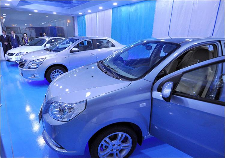 Туркменистан откажется отвсех машин, кроме белых