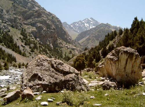 Альпинистский лагерь ДУГОБА в ферганских горах (Памиро-Алай)
