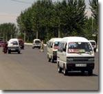 Микроавтобусы-Дамасы заполнили город. Фото ИА Фергана.Ру
