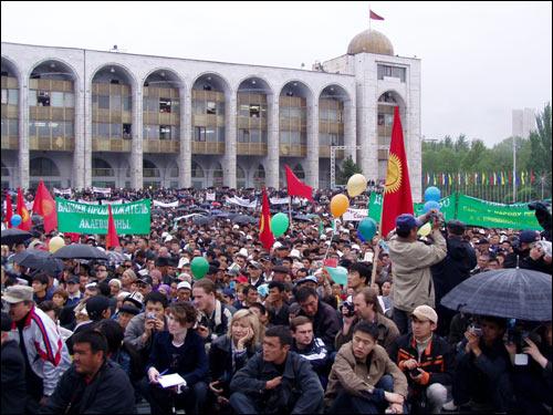 29 апрель куни Бишкекда ўтган намойиш. Фарғона.Ру АА фотоси