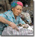 Женщина-приемщица. Фото ИА Фергана.Ру
