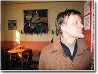 Еще один портрет художника в интерьере...