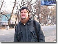 ...и - портрет на ферганской улице, на фоне репродукции собственной картины
