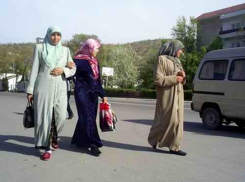 Женщины-узбечки из Джалалабада. Фото Фергана.Ру