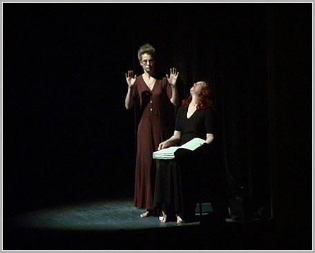 артистка театра Ольга Останина с Ириной Огнивенко (слепой)