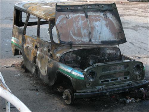 Сожженные автомобили в Корасув. Фото Шерзода Юсупова, Фергана.Ру