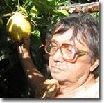 Георгий Сиверский в своем саду. Фото ИА Фергана.Ру