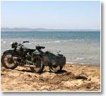 Озеро Тузкан. Мотоциклы дожидаются своих хозяев