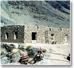 Дом из камня. Типичный образец местного строительства