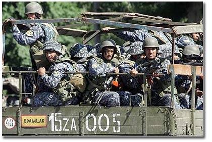 Военные грузовики на улицах Андижана