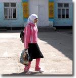 На юге Киргизии продолжаются конфликты школьников и учителей из-за ношения мусульманской одежды