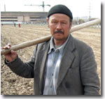Таджикистан: Хлопкоробы задыхаются под тяжестью долгов. И начинают новую посевную