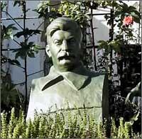 Три вождя. Ленин в частном доме, Сталин в огороде, Каримов — повсюду