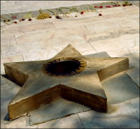 Узбекистан: В Ташкенте ломают мемориал памяти погибших в Великой Отечественной войне работников завода Ташсельмаш