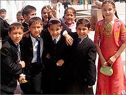 Туркменистан: Учебники вместо школ попадали на рынки в свободную продажу