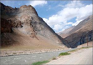 Власти Таджикистана и Афганистана развеивают страхи о безопасности границы