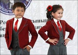 «Форменное» безобразие в Кыргызстане: Министры, лекала, орнамент, бордо, темный низ, белый верх…