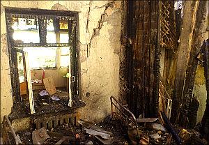 Узбекистан: В доме правозащитника Дмитрия Тихонова произошел пожар, сгорели компьютеры, пропали вещи (фото, видео)