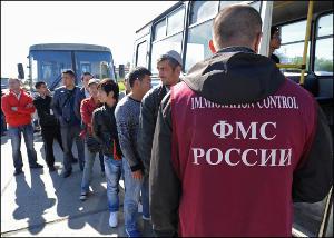 Массовое выдворение мигрантов из России: жестко и без разбора