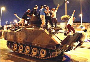 Турция: Неудачный переворот - «милость Аллаха» и трамплин к референдуму