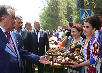 Гарантийный плов. Таджикское застолье как страховка от нищеты