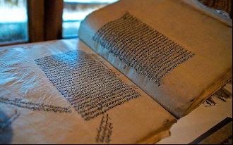 Все стерпит. В Таджикистане историк-ремесленник хочет наладить производство необычной бумаги