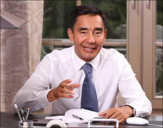 Завидовать Казахстану. Адил Тойганбаев – о политике, латинизации и международных отношениях