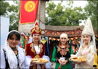 Танцы на грани весны. Почему киргизам нельзя говорить по-русски и праздновать Навруз