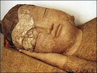 Божество с холма злых духов. Как спящий Будда поселился в музее древностей в Душанбе