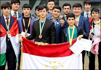 Каникулы строгого режима. В Таджикистане родители требуют от чиновников вернуть школьный отдых