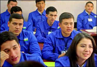 Тракторист становится швеей. Как устроен оргнабор мигрантов из Узбекистана в Россию