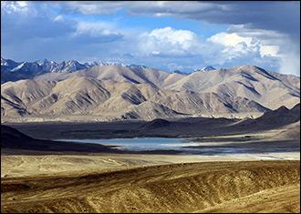 Грузите уран цистернами. Кому достанутся богатства «вонючего» озера на Памире