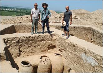 Свастика и крест. Что открыли раскопки древних поселений в Таджикистане